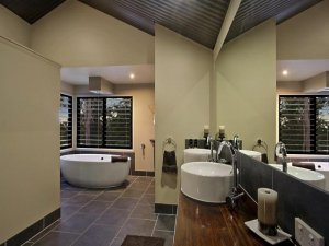 大卫生间装修设计图片欣赏 大浴室舒适沐浴