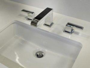 卫生间装修设计效果图 面盆吊灯时尚浴室