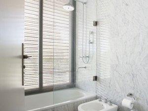 现代简约风格时尚卫生间设计图