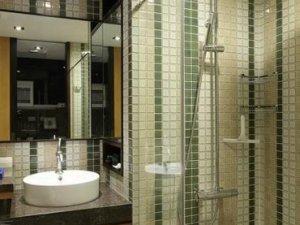 日式小户型公寓卫生间马赛克墙砖装饰效果图