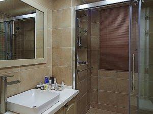 简约美式干湿分离卫生间装修效果图