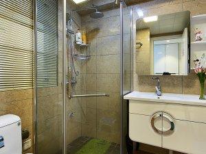 简约现代卫生间淋浴房装饰效果图