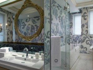 卫生间马赛克背景墙效果图 创意卫生间效果图