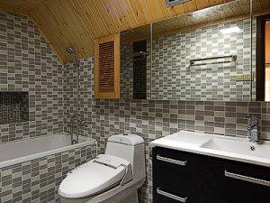 北欧风格卫生间装修效果图 卫生间实木吊顶效果图