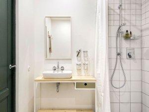 北欧风格卫生间洗面盆图片   白色淋浴间效果图