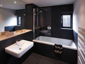黑色系卫生间地砖装修效果图    淋浴间装修效果图