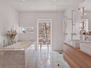 简约风格大户型卫生间浴缸装修效果图   浴室隔断效果图
