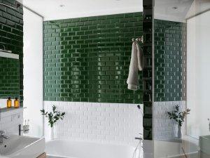 现代风格卫生间墨绿色墙砖效果图    浴缸图片