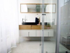 北欧风格卫生间实木浴室柜装修效果图   黑色洗面盆图片