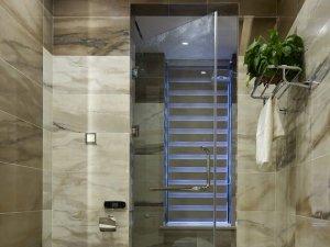 卫生间玻璃隔断门装修效果图  智能马桶图片