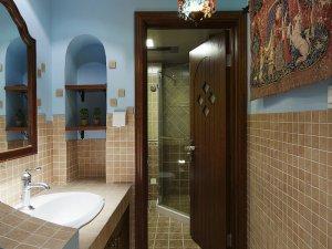 东南亚风情卫生间实木浴室柜效果图 卫生间木门效果图