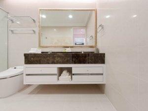 简约风大户型卫浴装修效果图 整体卫浴装修效果图