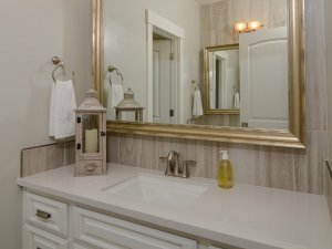 新古典浴室装修效果图 白色卫浴装修效果图