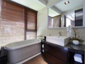 中式风格卫生间浴缸效果图 小型浴室柜图片