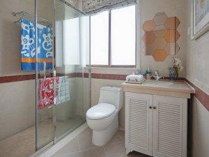 简约风格浴室装修效果图 百叶门浴室柜设计图片