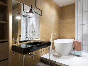 工业风格小卫生间装修效果图 黑色洗面盆图片