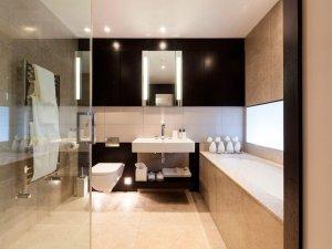 现代风格卫生间装修效果图 浴缸设计图片