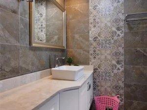 美式风格卫生间瓷砖铺装效果图 白色定制浴室柜图片