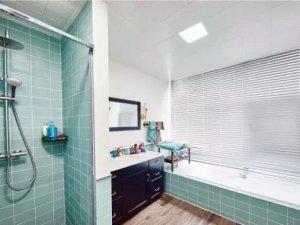 美式风格卫生间装修效果图 清新风格瓷砖铺装图片