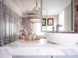 新古典风格卫浴间装修效果图 灰色浴室柜效果图