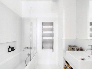 纯白卫浴间装修效果图 浴室浴缸装修效果图