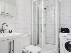 纯白浴室装修效果图 整体淋浴房图片