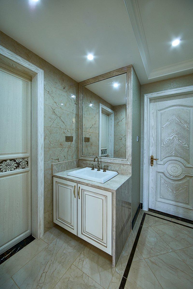 欧式豪华卫生间图片 大气白色浴缸效果图