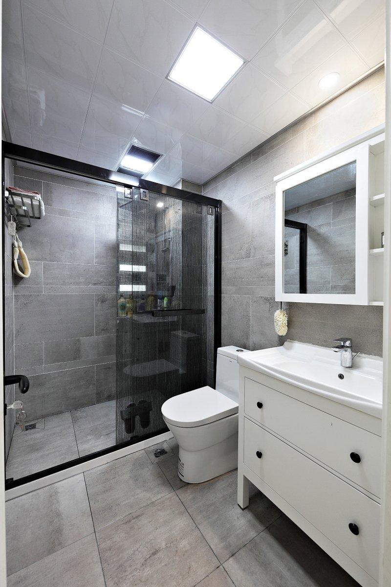 灰色卫生间图片大全 白色浴室柜效果图